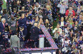 Tom_Brady_with_Vince_Lombardi_trophy