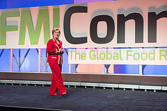 Leslie G. Sarasin give keynote on grocery shopping trends at FMI Connect