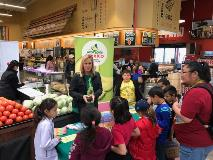 healthy-store-tour-afm-station-for-national-nutrition-month-2017