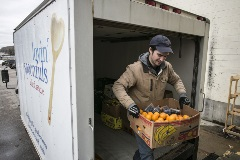 lovin'-spoonfuls-2_food-rescue-coordinator-jacob-matz-receiving-produce-from-roche-brothers-westwood-jpg