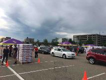 Twin Cities Hy-Vee Peach Giveaway Event