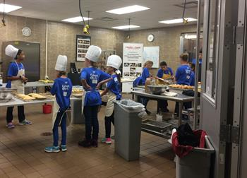 culinary-discovery-camps-and-restaurant-camp_culinary-camp-students-in-the-kitchen